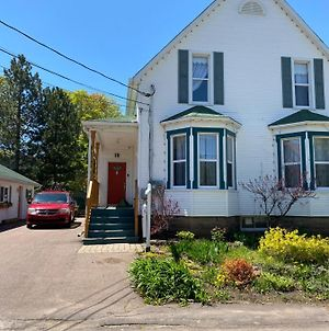 Cozy One Bedroom Apartment In Downtown Shediac photos Exterior