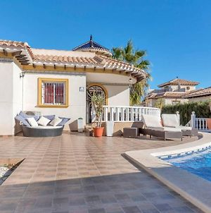 Stunning Five Bedroom Villa With Fabulous Swimming Pool. photos Exterior