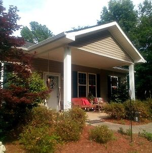Spacious Two Bedroom Next To State Highway Patrol Office photos Exterior