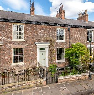 Pass The Keys Elegant Grade 2 Listed House Overlooking City Wall photos Exterior