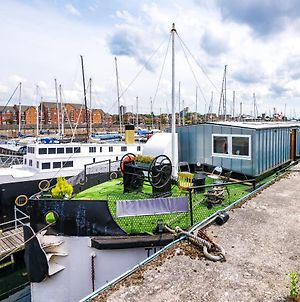 Luxury 5 Bed House Boat, 5 En-Suites, Parking, Netflix, Nearby Restaurant And Bar photos Exterior