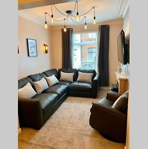 Scarborough Townhouse Fantastic Location And Great Price photos Exterior