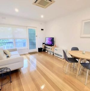 Cosy Modern 2 Bedroom Apartment In Leafy Hawthorn photos Exterior