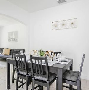 Awesome House @Coral Way W Private Patio & Parking / Road 2 photos Exterior
