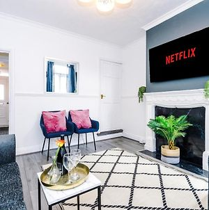 Harley House - Spacious Home With Free Netflix & Parking By Rocketbnb photos Exterior