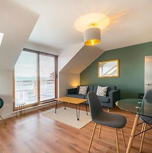Pass The Keys Bright & Airy 2Br Apt, Top Views With Free Parking photos Exterior