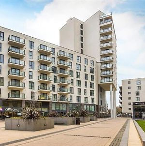 Woking Stylish And Modern 2 Bedroom Apartment photos Exterior