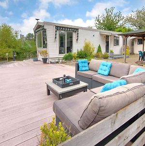 Tranquil Holiday Home In Ooltgensplaat Near Lakebeach And Boat Dock photos Exterior