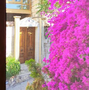 300 Yrs Old Renovated Central Stone House, Free, Fast Wi-Fi photos Exterior
