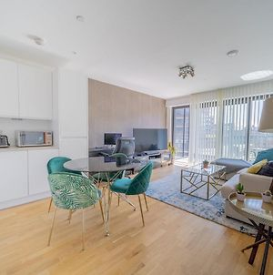 Pass The Keys Modern One Bedroom With A Balcony In Stratford photos Exterior