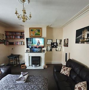 * Cosy Deluxe Double Bedroom + Free Wifi + Free Parking photos Exterior