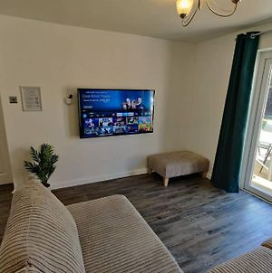Mk6 - Sleeps 7 - Great Transport Links - Walk To Hub/Shopping - Free 7Kw Car Charging - Self Check-In photos Exterior