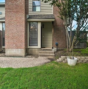 Charming Condo With Pool About 2 Mi To Texas A And M! photos Exterior