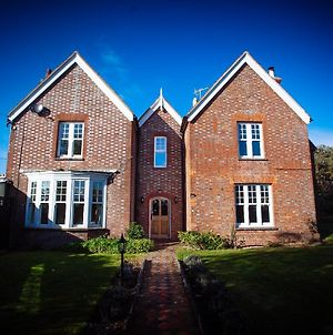 Stunning 6 Bedroom Farmhouse In Hellingly photos Exterior