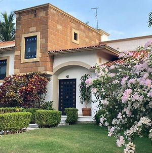 Stunning 11 Persons House In Lomas De Cocoyoc Mex photos Exterior
