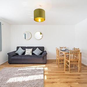 One Choice Stays - Cosy And Bright Apartment Close To Warner Bros Studios photos Exterior