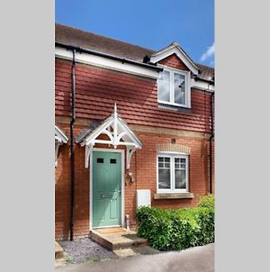New - Wokingham - 2 Bed House With Garden photos Exterior