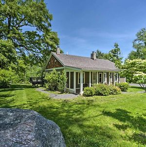 Charming Cottage With Deck Mtn And Lake Views! photos Exterior
