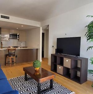 Month To Month Minimum Condo, Beach Across The Street, Full Amenities, Wholefoods Downstairs photos Exterior