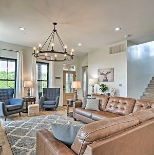 Upscale Branson Chalet With Pool Access And Views photos Exterior