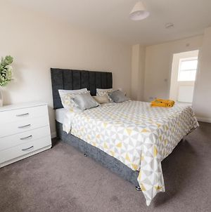 Huge Contractor Team House With Free Parking And Wifi By Trade Stays photos Exterior