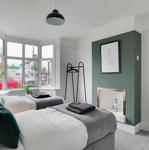 The Waterhouse - Three Bedroom Central Chelmsford House With Free Parking And Wifi photos Exterior