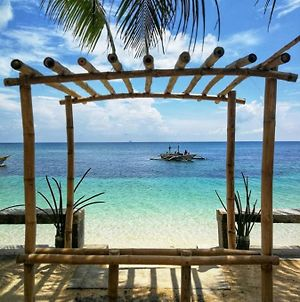 One Beachfront Room In Daanbantayan With Stand Fan photos Exterior