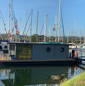 'Cloud 9' Modern Floating Apartment 2 Miles South Of Cowes photos Exterior