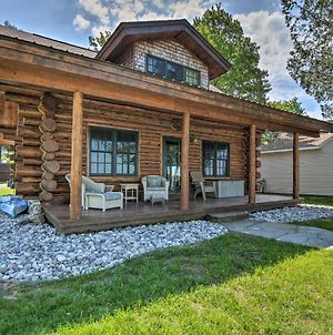 Quaint Lakefront Log Cabin With Dock And Kayaks photos Exterior