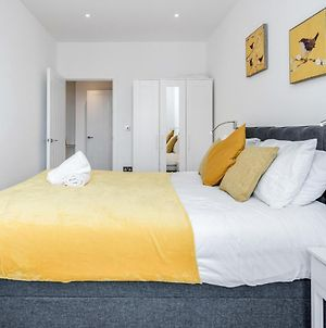Deluxe 2 Bedroom St Albans Apartment - Free Wifi & Parking photos Exterior