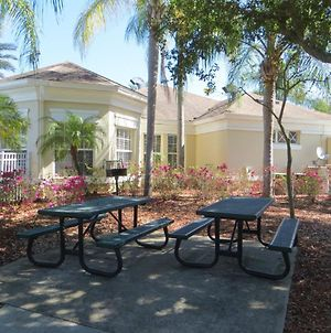 Gorgeous 4 Bedroom 3 Bath Pool Home In Windsor Palms Gated Resort photos Exterior
