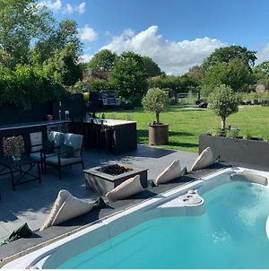 Immaculate 6-Bed House Chichester Goodwood Pool photos Exterior