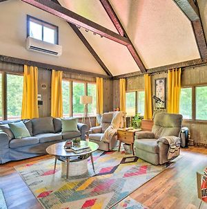 Vibrant Putney Cabin With Fire Pit Hike And Ski! photos Exterior
