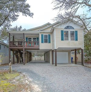Pet Friendly Home With A Large Fenced-In Backyard Nestled In The Heart Of Oak Island photos Exterior