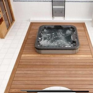 Private Spa, Steam Room, Sauna, Large Hot Tub And Gym In This Stunning 2 Bedroom Apartment photos Exterior