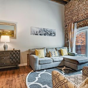 New Listing- Stay Social On Congress Street! Steps From All The Fun Of Downtown Savannah photos Exterior