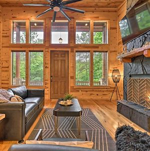 Luxurious Modern Cabin With Hot Tub And Fire Pit! photos Exterior