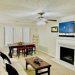 5Min From Airport, King Beds, 70Inch Tv, Family Fun photos Exterior