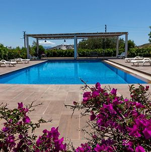 Captivating House With Shared Pool And Central Location In Gumusluk, Bodrum photos Exterior