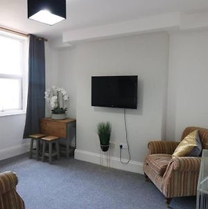 Newly Refurbished 5 Ensuite Bedroom House - Bayswwater Road photos Exterior
