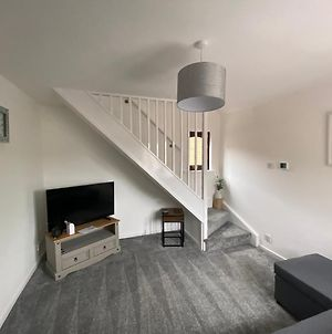 Newly Refurbished Beautiful Location 1 Bedroom Residential House Sleeps 4 photos Exterior