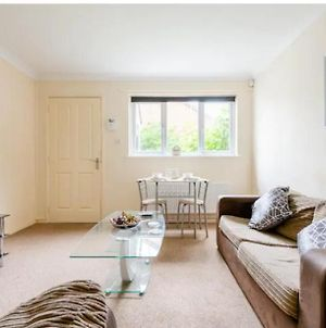 Lovely 1 Bedroom Maisonette Close To Airport, Town And Train Station photos Exterior