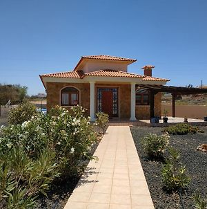 Villa Casa Del Sol 3 Bedroom Villa With Private Solar Covered 12M X 6M Pool Minimum Stay 7 Nights Chromecast And Wifi Throughout The Property photos Exterior
