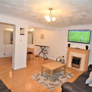 Spacious 3 Bedroom House In Tilbury By London photos Exterior