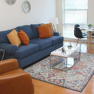 Stylish Uptown 1 Bedroom With Private Rooftop, Pool, Gym & Free Parking photos Exterior