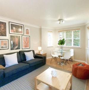 Central Spacious & Stylish Apartment With Free Parking photos Exterior