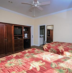 Room With 2 Queen Beds -Close To All Amenities! photos Exterior