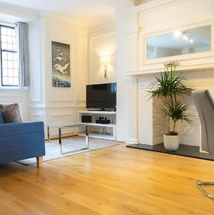 Executive City Centre Apartment With Gated Parking And Stylish Rooms Includes Privacy And Space With Luxury Feel Plus Courtyard Garden In Amazing Location And Very Highly Rated photos Exterior
