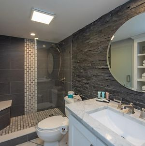 510G - Newly Renovated Lakefront 2 Bedroom Condo, Brand New Walk-In Shower! photos Exterior