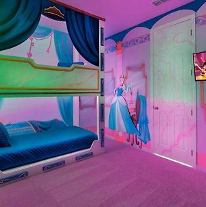 Well-Appointed 8 Bdrm Home With Superhero Themed Bedroom In Solara photos Exterior